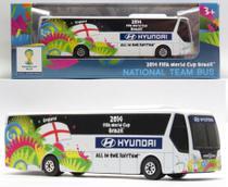 Ônibus Hyundai Seleção Inglaterra - Copa do Mundo Fifa Brasil 2014 - 1/94 - Maisto -