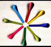Pacote com 100 colherZinhas cores variadas para sorvetes açaí e papinhas de bebês outros.. - Bankama