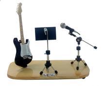 Palco miniatura guitarra micfofone e partitura - Lojaloucospormusica