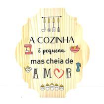 Placa Decorativa De Cozinha Em Pinus A Cozinha É Pequena Mas Cheia De Amor - Kiaga