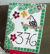 Placa numérica em mosaico tucano 40 cm - Myo Atelier