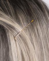 Presilha dourada com strass cristal letra L - Atacado Bijuterias