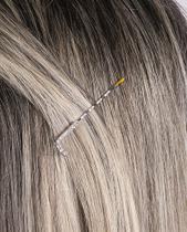 Presilha prateada com strass cristal letra L - Atacado Bijuterias