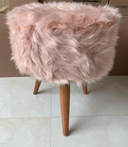 Puff redondo pelúcia pelo longo rosê - Dode Estofados