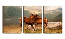 Quadro canvas 45x96 dois cavalos ao pé da montanha - Crie Life