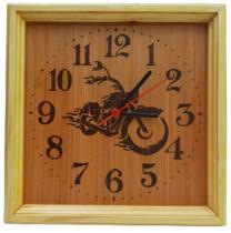 Relógio de madeira de parede desenhado Moto - Artesanal