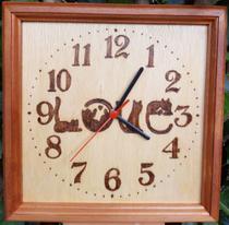 Relógio de madeira de parede desenho de Love Gatos feito a mão - Artesanal