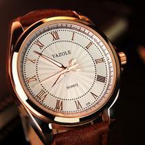 Relógio Masculino Yazole 336 Couro Marrom Fundo Branco -