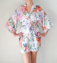 Robe de Cetim Seda Kimono Branco Floral Estampado Roupão Penhoar Pijama Feminino - Baronesa Couture