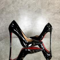 Sapato sola vermelha scarpin preto bico fino verniz brilhoso salto alto 12 cm - Andressa Blos
