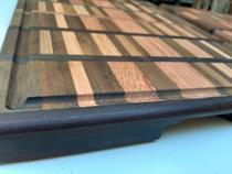 Tabua de madeira maciça marchetada modelo mosaico para churrasco feita a mão - Artesanal