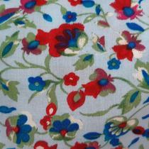 Tecido Viscose Bordada 1,40m Flor Vermelha Folhagem Verde Fundo Azul Bordado Preto - Aras Tecidos