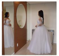 Vestido de noiva ou 15 anos modelo princesa com manga em renda bordada de pedraria saia 3 metros - Partylight Atelier Das Noivas