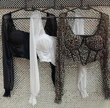 Blusa crooped feminino de tule com bojo detalhe  em recortes corset manga longa