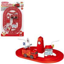Carro bombeiro a corda com pista + torre e acessorios 7 pecas na cartela - Dm Toys