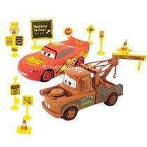 Kit Carros com Relâmpago Mcqueen e Mate Roda Livre e Acessórios