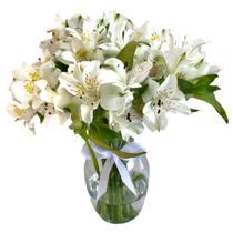 Luxuoso Arranjo de Astromelia Branca no Vaso de Vidro
