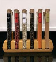 Porta temperos de madeira com 12 tubos de vidro