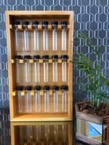 Porta temperos de madeira com 18 tubos e fundo em madeira