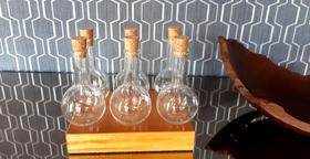 Porta temperos de madeira com 6 potes de vidro