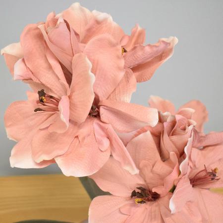 Imagem de Arranjo de Flores Artificiais Amarílis Rosa no Vaso Rose Gold  Linha Permanente Formosinha