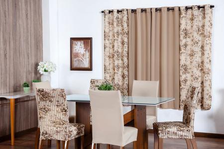 Imagem de Kit 6 Capas Cadeira Floral Malha C/ Elástico + Cortina 2 Metros Estampada Bege