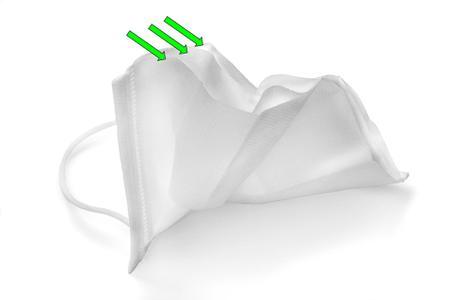 Imagem de Máscara Em Tnt Branco Camada Tripla C/ Clipe Nasal Kit 20un