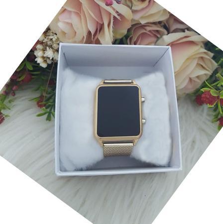 Imagem de Relogio Feminino Digital Led Luxo Quadrado Dourado Kit Pulseira e Brinco Strass