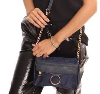 cde72c8da Bolsa Feminina Pequena Transversal Azul Escuro Alça Corrente - Outras marcas  R$ 44,99 à vista. Adicionar à sacola