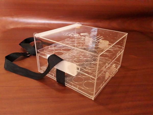 Imagem de Caixa Expositor acrilico para 50 brigadeiros Nº4 com gaveta e alça regulavel
