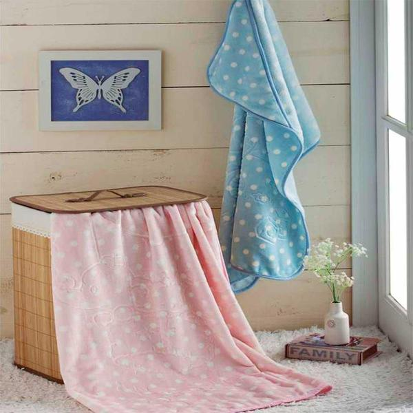 Imagem de cobertor bebê menina Jolitex em relevo com capuz