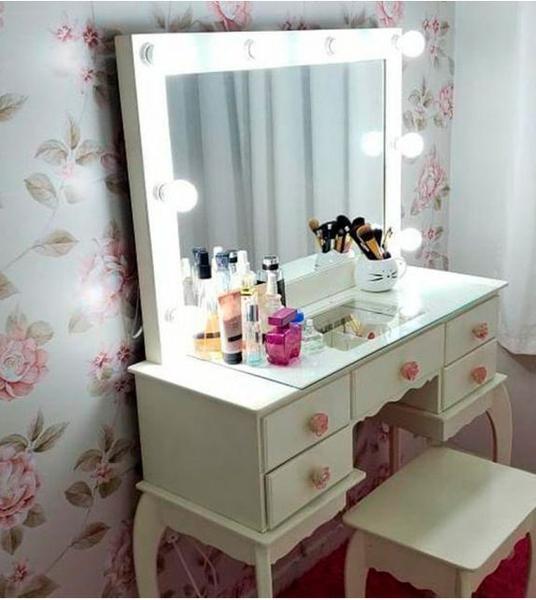 Imagem de Papel de parede em tons bege, cinza e rosa
