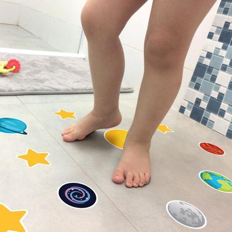 7eb02fd5f Adesivo Piso Banheiro Antiderrapante Infantil Sistema Solar - Quartinhos