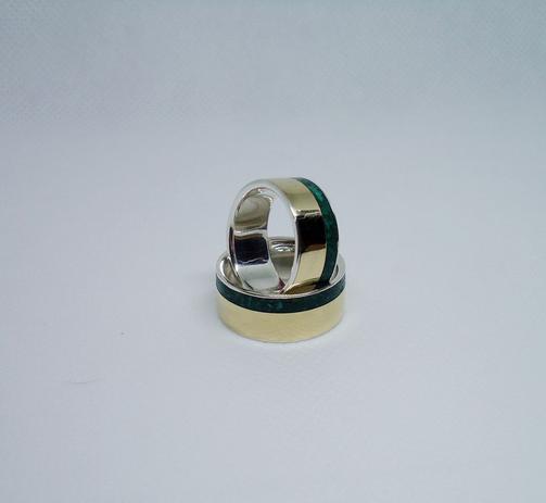 a39a9812f67 Alianças de moeda antiga com prata 950 e pedras naturais malaquita modelo  reto 8 mm - Biomarchetaria