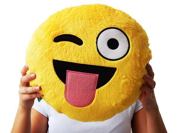 0bfa9d702533a9 Almofada Emoji Whatsapp Língua de Fora - Artgeek