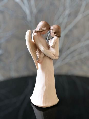 Imagem de Anjo Bebê no Colo Resina 18x7 Decoração Enfeite