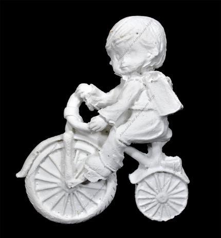 Imagem de Aplique Menino com Bicicleta 10x8 R0161 Resina