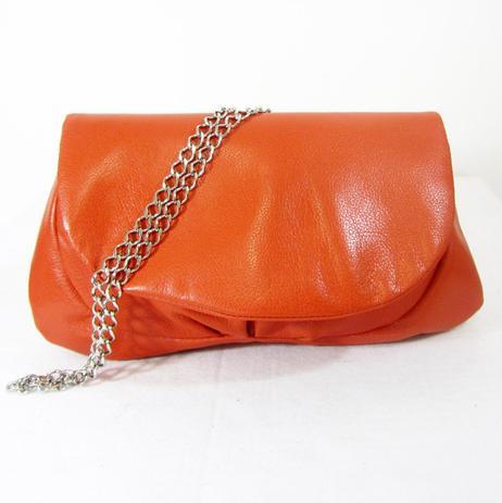 6d38564a9 Bolsa de couro transversal laranja - alça de corrente maria adna ...