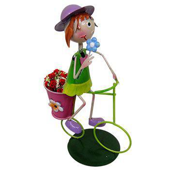 Imagem de Boneca com Bicicleta de Ferro Para Enfeite e Decoraçao de Jardim (BON-M-13)