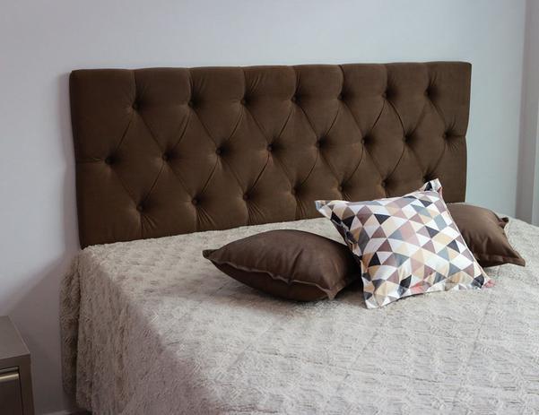 Imagem de Cabeceira Estofada Queen Em Veludo Marrom Chocolate Painel de 1,60m x 50cm Com Botões Na Mesma Cor
