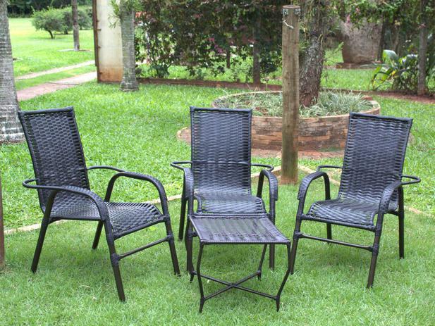 Imagem de Cadeiras E Mesa Área Varanda Edícula Piscina Jardim Decoração