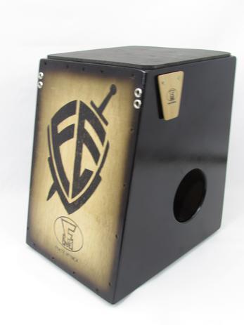 Imagem de Cajon elétrico leve fm- estampa escudo da fé+vassourinha