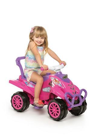 95adb6d87b02c4 Carrinho de Passeio Infantil com Empurrador e Pedal Bebê Cross Turbo Rosa -  Calesita