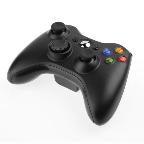 Imagem de Controle joystick console preto sem fio.