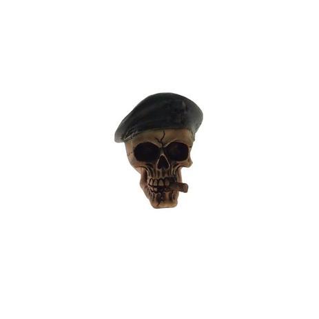 08cfdd36192f1 Crânio Caveira Decorativa Resina Cor Bege Com Boina Verde - Maisaz ...