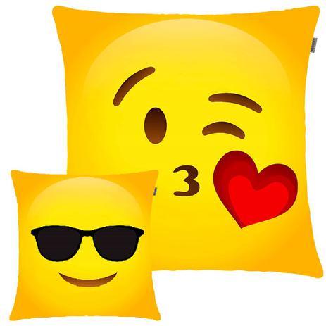 10b62ce3db0c9c Kit com 2 Capas Decorativas de Emoji Beijinho e Descolado com Enchimento  45x45cm - Adomes - fa maringá