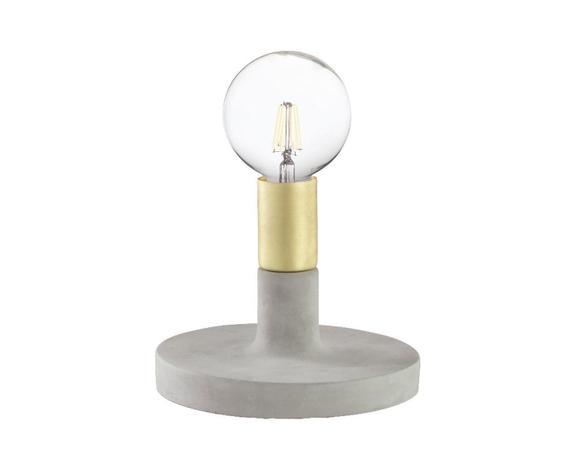 Imagem de Luminária de Mesa com Base em Cimento e Metal Dourado