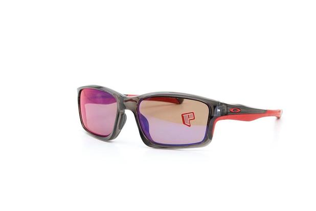 9b2c93c6a Óculos de Sol Oakley Armação Acetato Grafite e Vermelho - Óculos de ...