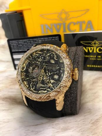Imagem de Relógio Invicta yakuza 25082 dourado com fundo preto