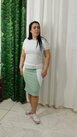 Imagem de Saia Lapis Bruna na cor verde claro com branco no tamanho 40